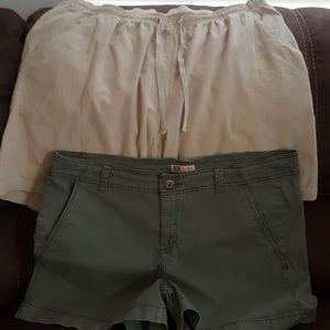 2pair of shorts